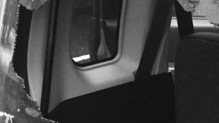 【経験談】車のリアガラスが粉々に割れていた件