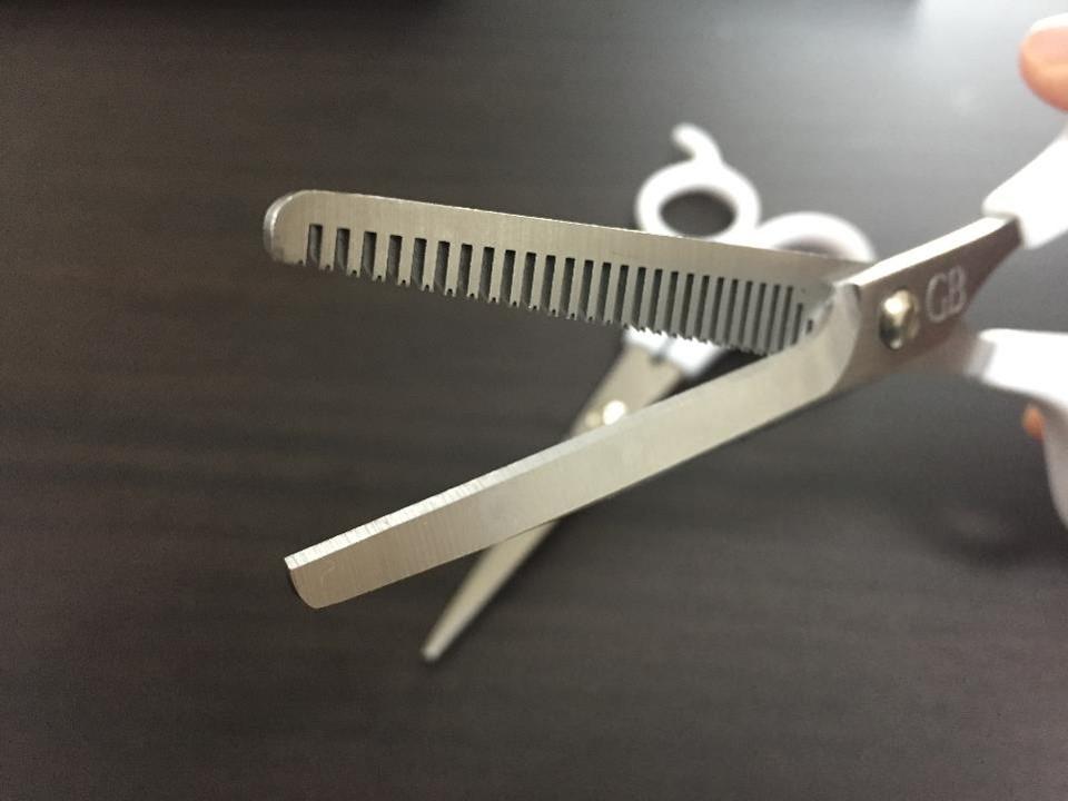 【セルフカット】髪の毛を初めて自分で切ってみた件。