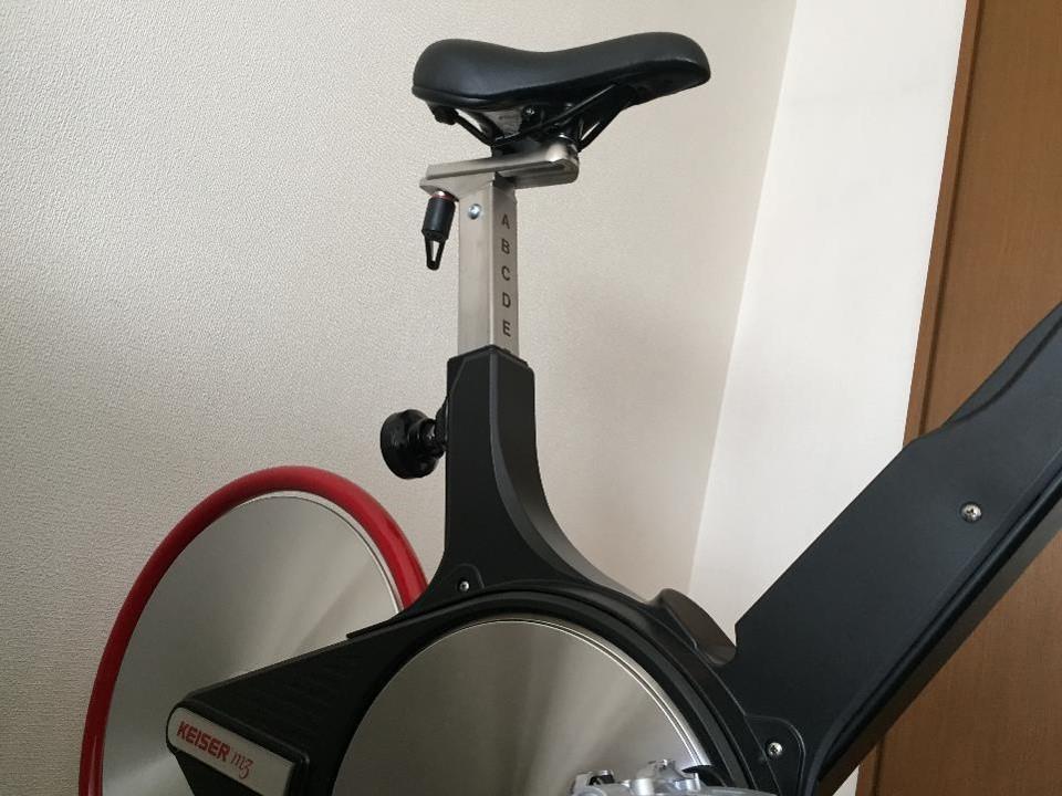 【エアロバイクのやり方】トレーニングで運動負荷を上げる3つの方法。