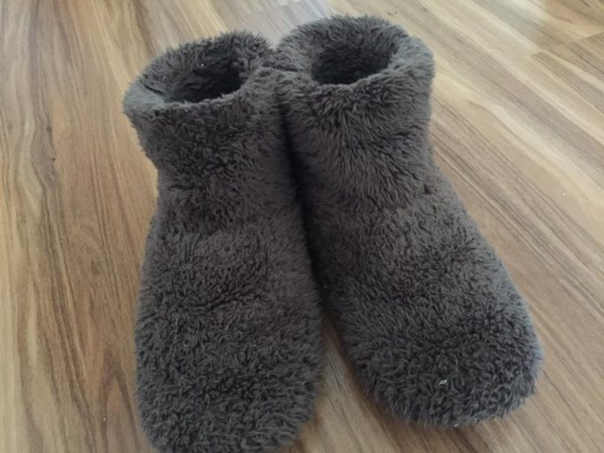 【レビュー】メンズにもおすすめ。暖かいルームシューズで冬の寒さを予防しよう。