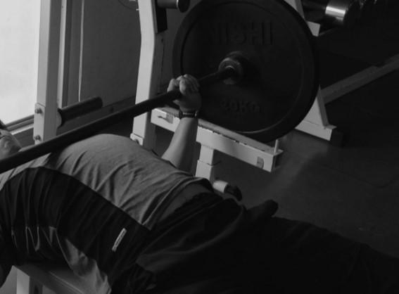 ベンチプレスで背中が痛くなる前に。腰痛を予防する3つの対策方法